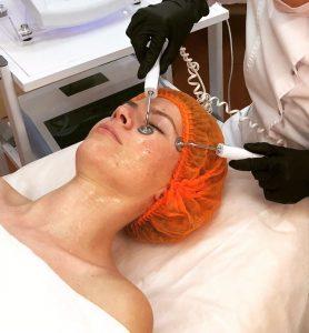 Микротоковая терапия лица — распространённая и очень востребованная среди пациентов процедура
